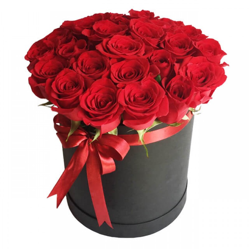 красные розы в черной коробке