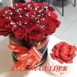 букет роз в коробке и сладости