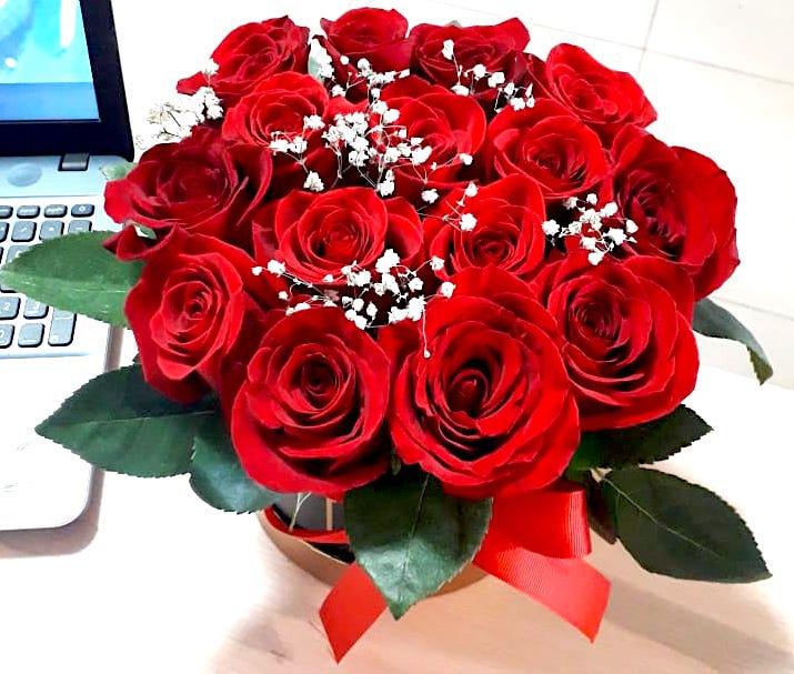 15 roz v korobke astana