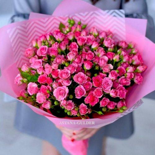 букет кустовых малиновых роз с доставкой